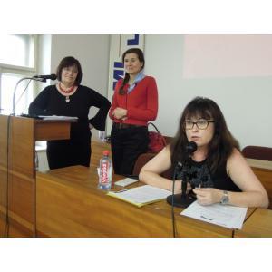K Instanbulské úmluvě promluvily(zleva) Zdena Prokopová, Marta Smolíková a Soňa Marková. FOTO – Haló noviny/Monika HOŘENÍ